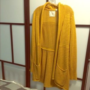 Sweaters - Funky mustard colored knit cardigan L
